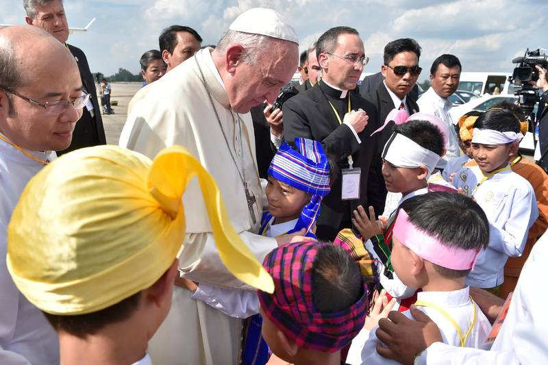 Pope Francis is welcomed as he arrives at Yangon International Airport, Myanmar November 27, 2017.  Osservatore Romano/Handout via Reuters ATTENTION EDITORS - THIS IMAGE WAS PROVIDED BY A THIRD PARTY. NO RESALES. NO ARCHIVE.