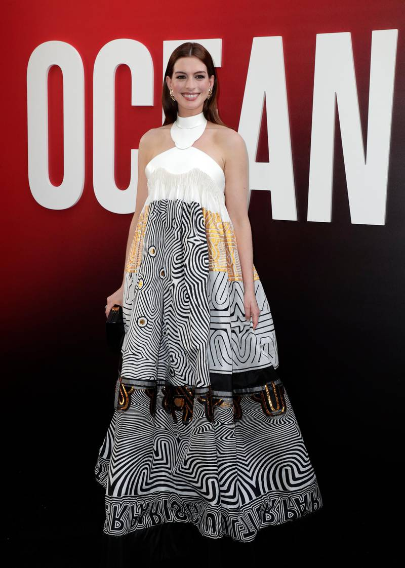 epa06788019 US actress Anne Hathaway arrives for the premiere of the film 'Ocean's 8' at the Alice Tully Hall in New York, New York, USA, 05 June 2018.  EPA-EFE/JASON SZENES