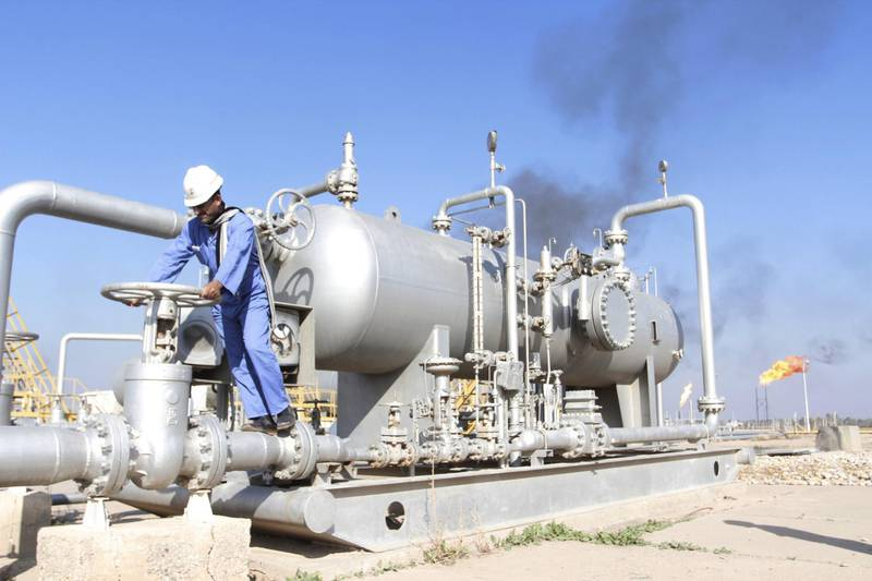 A worker checks the valve of an oil pipe at Nahr Bin Umar oil field, north of Basra, Iraq December 21, 2015. Iraq has signed deals worth $1.4 billion to ship about 160,000 barrels per day of crude to two Indian refiners in 2016, sources said, upping the ante in a race among exporters to cement their market share in Asia - the world's top oil consuming region.  Picture taken December 21, 2015. REUTERS/Essam Al-Sudani