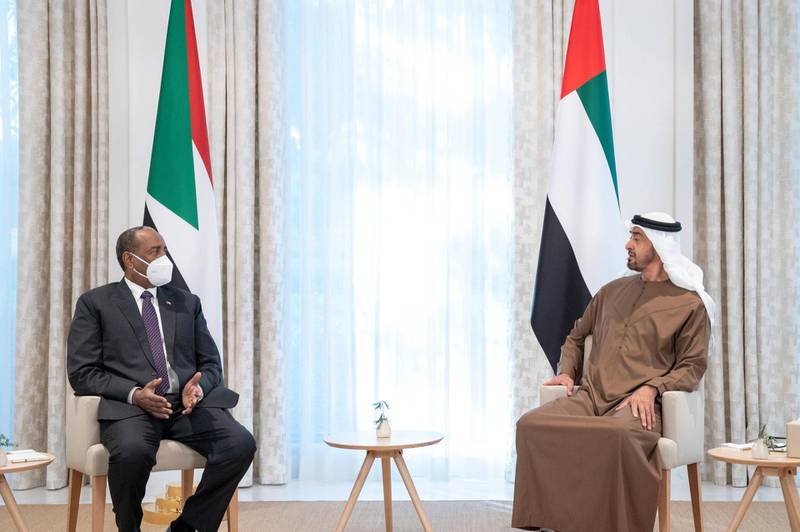 ABU DHABI, UNITED ARAB EMIRATES - May 09, 2021: HH Sheikh Mohamed bin Zayed Al Nahyan, Crown Prince of Abu Dhabi and Deputy Supreme Commander of the UAE Armed Forces (R), meets with Lt General Abdel Fattah Al Burhan, Chairman of Sudan's Sovereign Council (L), at Al Shati Palace.  ( Rashed Al Mansoori / Ministry of Presidential Affairs ) ---
