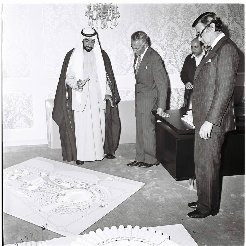 An image from the Itihad archive. Courtesy Al Itihad.Abu Dhabi, UAE. 1975. Sheikh Zayed having a look at the showcase of Abu Dhabi future projects. *** Local Caption ***  B (1).JPG