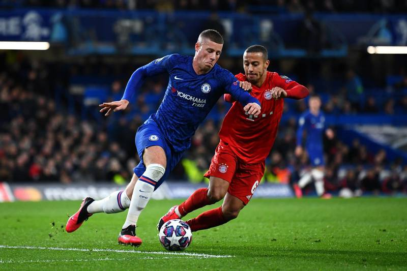 LONDON, ENGLAND - FEBRUARY 25: Ross Barkley of Chelsea and Thiago Alcantara of Bayern Munich battle for possession during the UEFA Champions League round of 16 first leg match between Chelsea FC and FC Bayern Muenchen at Stamford Bridge on February 25, 2020 in London, United Kingdom. (Photo by Clive Mason/Getty Images)