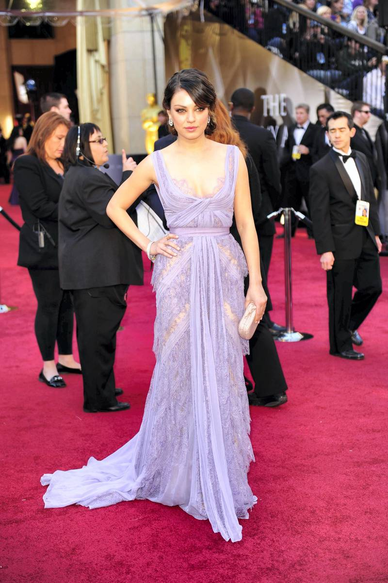 Actress Mila Kunis arrives on the red carpet for the 83rd Annual Academy Awards held at the Kodak Theatre on February 27, 2011 in Hollywood, California. AFP PHOTO / ROBYN BECK (Photo by ROBYN BECK / AFP)