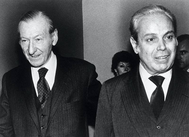 Kurt Waldheim (L), former Secretary General of the UN, and his successor Javier Perez de Cuellar are seen together in a picture taken in New York 15 December 1981. - Waldheim, the former UN secretary general and president of Austria whose reputation was tarnished by revelations over his Nazi past, died 14 June 2007 at the age of 88 his family said the same day. The former statesman suffered a heart attack in May and had been ailing ever since. (Photo by - / TASS / AFP)