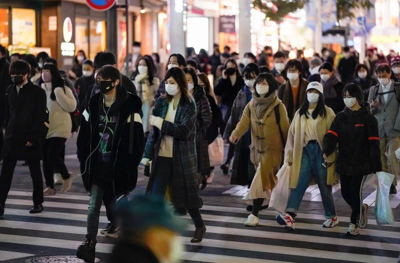 epa08902253 Pedestrians walk through a Ikebukuro street in Tokyo, Japan, 24 December 2020 after Tokyo marked new high record 888 cases of the COVID-19 Coronavirus infections per day. The COVID-19 infection cases in Japan has topped 200,000 on 21 December 2020.  EPA/KIMIMASA MAYAMA