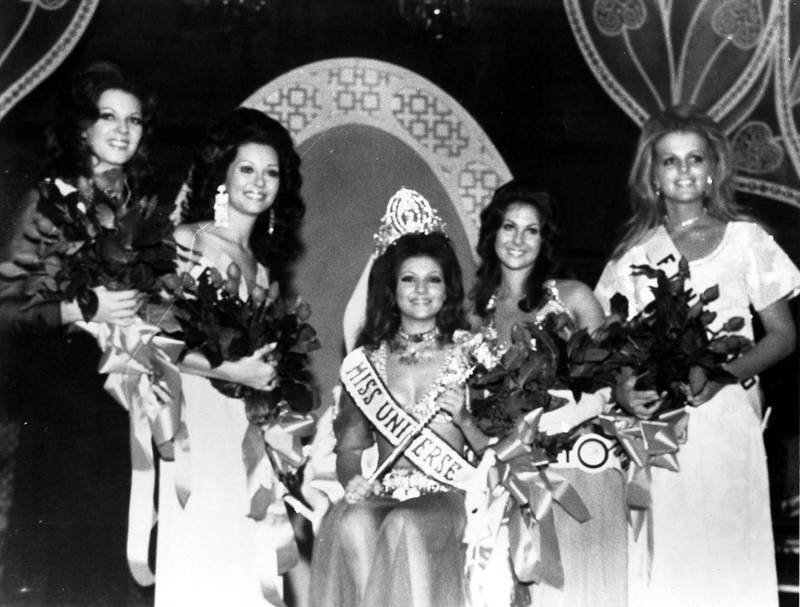 At the coronation ball after her crowning, Georgia Risk, Miss Universe 1971, poses with her court.  In 1971, there were three runners up to Miss Universe. In the current system, there are only two runners up. Courtesy Miss Universe