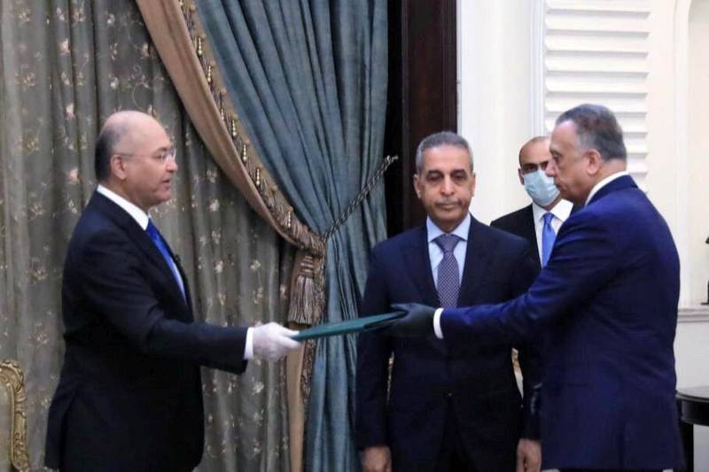 Iraq's President Barham Salih instrcuts newly appointed Prime Minister Mustafa al-Kadhimi in Baghdad, Iraq April 9, 2020. The Presidency of the Republic of Iraq Office/Handout via REUTERS ATTENTION EDITORS - THIS IMAGE WAS PROVIDED BY A THIRD PARTY.