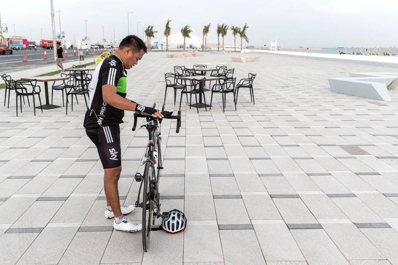 ABU DHABI, UNITED ARAB EMIRATES. 27 MAY 2018. Opening of Hudayriat beach next to Al Bateen beach.A man takes a break from cycling on the cycle track. (Photo: Antonie Robertson/The National) Journalist: Haneen Dajani. Section: National.