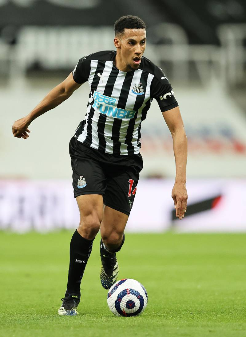 NEWCASTLE UPON TYNE, ENGLAND - MARCH 12: Isaac Hayden of Newcastle United on the ball during the Premier League match between Newcastle United and Aston Villa at St. James Park on March 12, 2021 in Newcastle upon Tyne, England. Sporting stadiums around the UK remain under strict restrictions due to the Coronavirus Pandemic as Government social distancing laws prohibit fans inside venues resulting in games being played behind closed doors. (Photo by Clive Brunskill/Getty Images)
