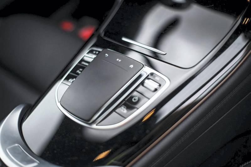 Der neue Mercedes-Benz EQC feiert auf der CES 2019 in Las Vegas seine US-Premiere. (Stromverbrauch kombiniert: 22,2 kWh/100 km; CO2-Emissionen kombiniert: 0 g/km, vorläufige Angaben);Stromverbrauch kombiniert: 22,2 kWh/100 km; CO2-Emissionen kombiniert: 0 g/km, vorläufige Angaben*The new Mercedes-Benz EQC is celebrating its US premiere at CES 2019 in Las Vegas (combined power consumption: 22.2 kWh/100 km; CO2 emissions combined: 0 g/km, provisional details);Combined power consumption: 22.2 kWh/100 km; CO2 emissions combined: 0 g/km, provisional details*