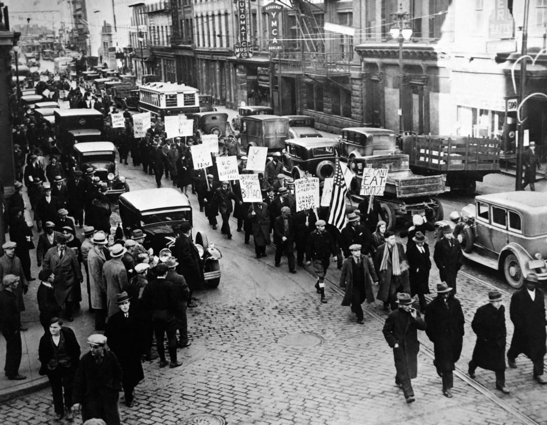 NEW YORK, NY - CIRCA 1930: Manifestation de chômeurs, à New York city, circa 1930.  (Photo by Keystone-France\Gamma-Rapho via Getty Images)