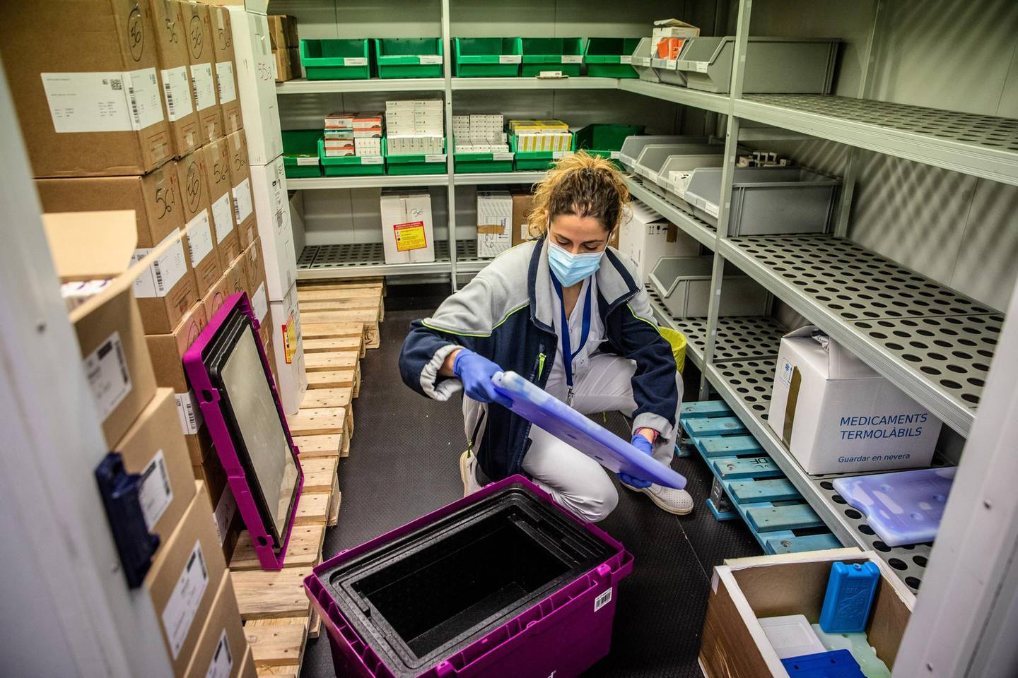 Alba Arocas, coordinator of the central Catalunya vaccination team, packs a cold storage box containing vials of the Pfizer-BioNTech Covid-19 vaccine ready for distribution at a facility in Catalunya, Spain, on Tuesday, Dec. 29, 2020. On Monday, Spain became the fourth European country torecord more than 50,000 coronavirus deaths. Photographer: Angel Garcia/Bloomberg