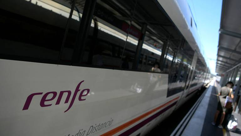 An image that illustrates this article Spanish train operator plans London to Paris route