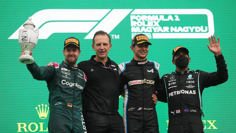 An image that illustrates this article Hamilton takes championship lead after shock win for Ocon