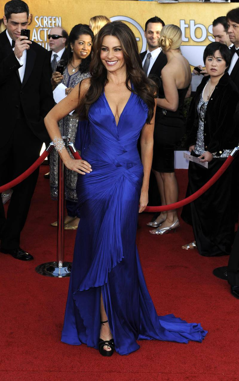 epa02557984 Colombian actress Sofia Vergara arrives for the 17th Annual Screen Actors Guild Awards held at Shrine Auditorium in Los Angeles, California, USA, 30 January 2011.  EPA/MIKE NELSON
