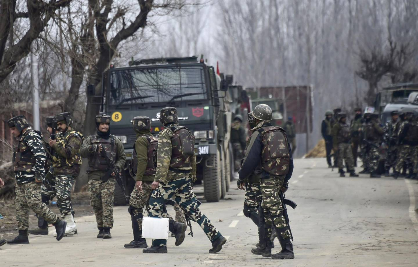 Indian security forces personnel are on manoeuvres as a gunfight with militants has happened that killed 4 soldiers, in South Kashmir's Pulwama district, some 10 km away from the spot of recent suicide bombing, on February 18, 2019. At least four soldiers died on February 18 in a fierce gunfight with rebels in Indian-administered Kashmir just four days after a suicide bomber killed 41 paramilitaries in the troubled territory, officials said. One soldier and one civilian were also critically wounded in the shootout as troops launched a search operation in Pulwama district where the suicide bomber struck on February 14. / AFP / STR
