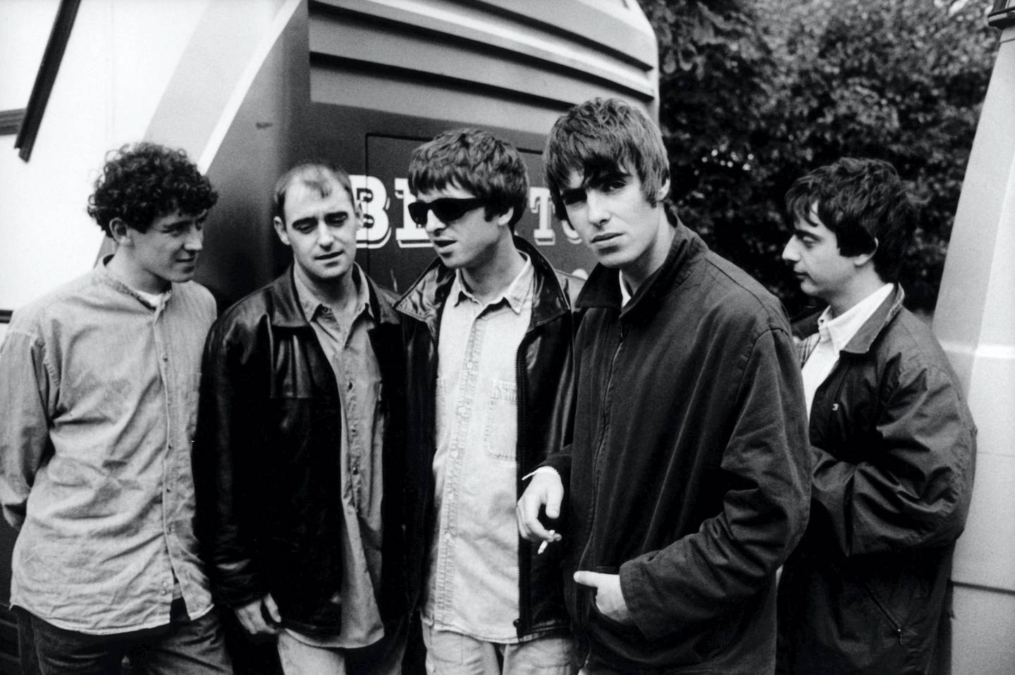 NETHERLANDS - JANUARY 01:  NETHERLANDS  Photo of Liam GALLAGHER and Noel GALLAGHER and OASIS, L-R:Tony McCarroll, Paul 'Bonehead' Arthurs, Noel Gallagher, Liam Gallagher, Paul 'Guigsy' McGuigan - posed, group shot  (Photo by Michel Linssen/Redferns)