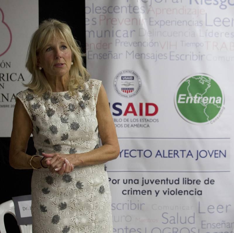 epa05580137 Doctor Jill Biden, the wife of US Vice President Joseph Biden, visits the facilities of the pediatric foundation 'Por Un Manana' (For A Tomorrow), in Santo Domingo, Dominican Republic, 10 October 2016.  EPA/RICHARD REED