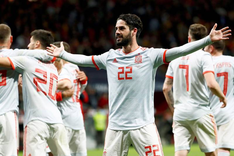 epa06633265 Spain's midfielder Isco Alarcon (C) celebrates after scoring a hat-trick against Argentina during an international friendly soccer match played at the Wanda Metropolitano stadium in Madrid, Spain, 27 March 2018.  EPA/MARISCAL