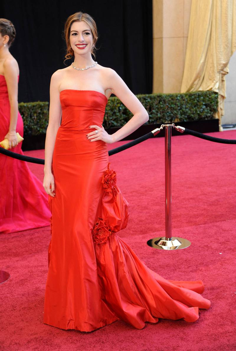 epa02605805 US actress Anne Hathaway arrives for the 83rd annual Academy Awards at the Kodak Theatre in Hollywood, California, USA 27 February 2011. The Oscars are presented for outstanding individual or collective efforts in up to 25 categories in filmmaking.  EPA/MIKE NELSON