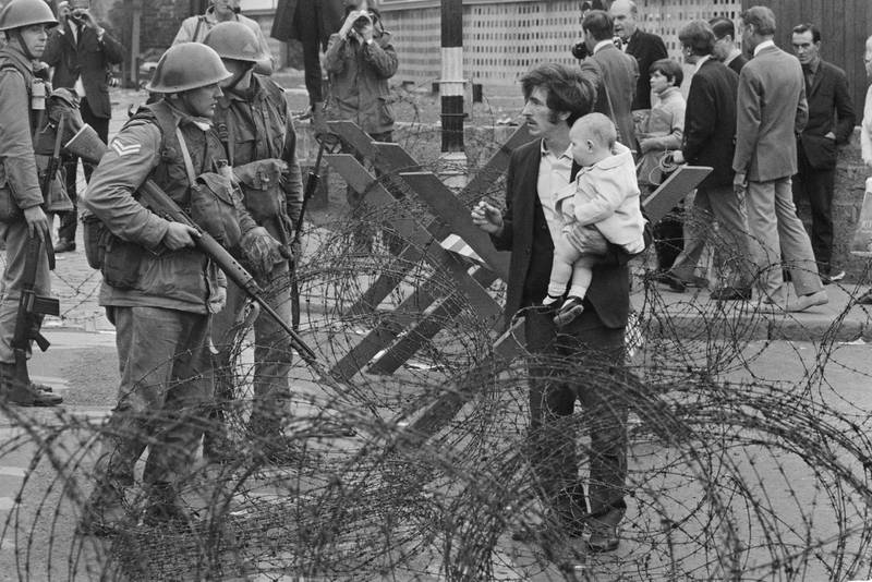 Soldiers and civilians in Northern Ireland during The Troubles, 16th August 1969. (Photo by Evening Standard/Hulton Archive/Getty Images)