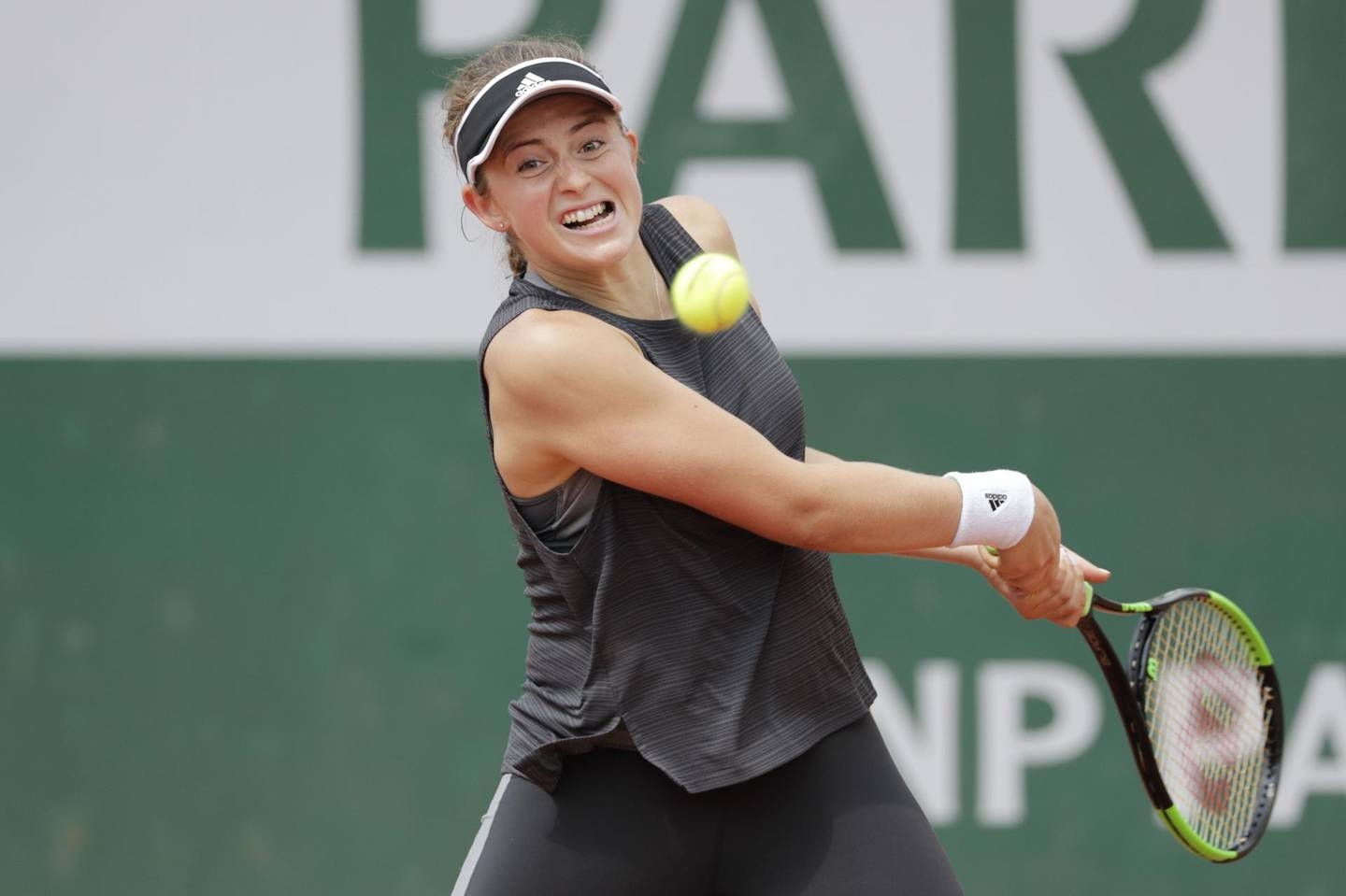 Latvia's Jelena Ostapenko returns the ball during a training session in Paris on May 24, 2018, ahead of The Roland Garros 2018 French Open tennis tournament. / AFP / Thomas SAMSON