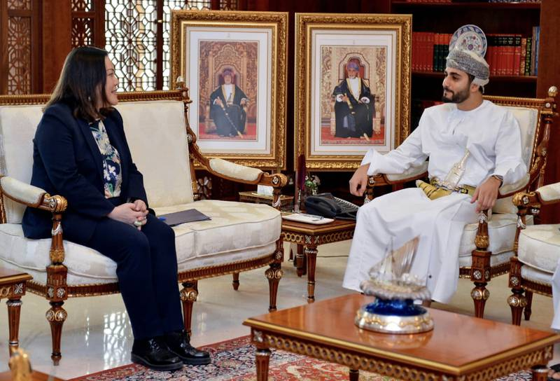Muscat, Oct 18 (ONA) --- HH Sayyid Theyazin bin Haitham bin Tarik al-Said, Minister of Culture, Sports and Youth received in his office today Leslie M. Tsou, ambassador of the United States of America (USA) to the Sultanate. Oman News Agency
