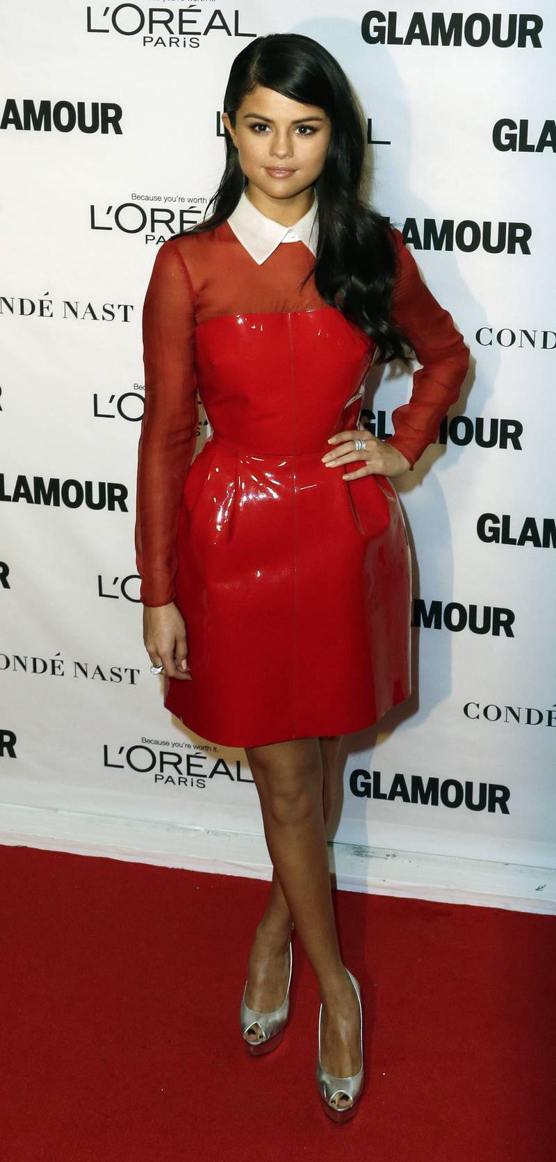 epa05018528 US singer Selena Gomez poses for photos during the 25th Annual Glamour Women of the Year Awards at Carnegie Hall in New York, New York, USA, 09 November 2015.  EPA/JASON SZENES
