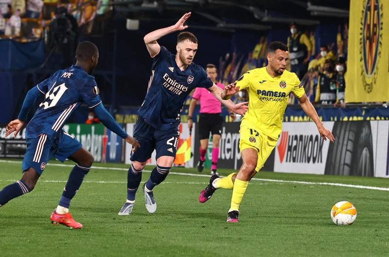 Arsenal's French-born Ivorian midfielder Nicolas Pepe (L) and Arsenal's English defender Calum Chambers (C) challenge Villarreal's French midfielder Francis Coquelin during the Europa League semi-final first leg football match between Villarreal and Arsenal at the Ceramica stadium in Vila-real on April 29, 2021. / AFP / JOSE JORDAN