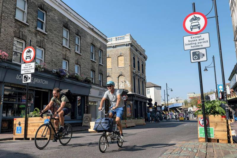 2D4D4Y7 People cycling on the Atlantic Road closure on the 16th September 2020 in Brixton in the United Kingdom. Photo by Sam Mellish