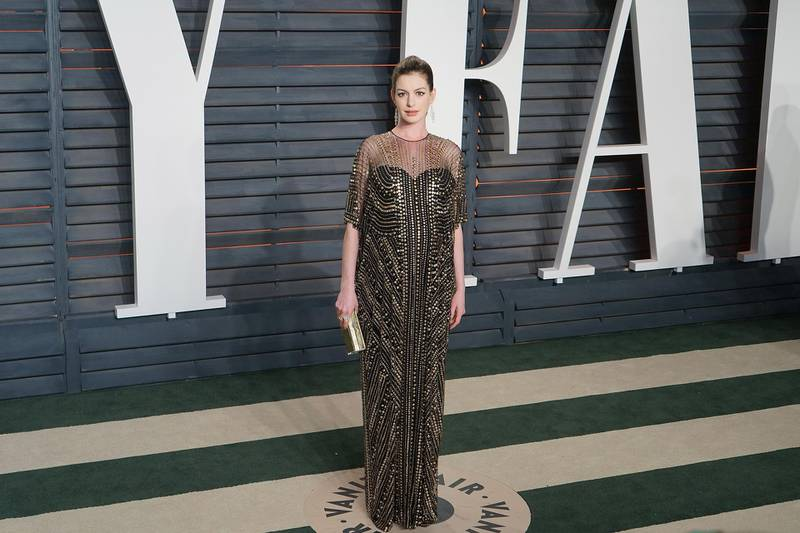 epa05186936 US actress Anne Hathaway arrives for the Vanity Fair Oscars After-Party following the 88th annual Academy Awards ceremony in Hollywood, California, USA, 28 February 2016. The Oscars were presented for outstanding individual or collective efforts in 24 categories in filmmaking.  EPA/NINA PROMMER