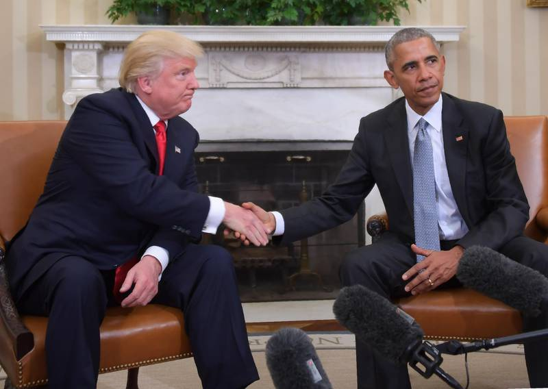 US President Barack Obama and President-elect Donald Trump shake hands during a  transition planning meeting in the Oval Office at the White House on November 10, 2016 in Washington,DC. (Photo by JIM WATSON / AFP)