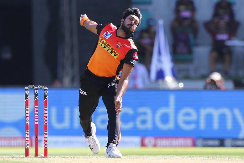 Vijay Shankar of Sunrisers Hyderabad  bowls during match 35 of season 13 of the Dream 11 Indian Premier League (IPL) between the Sunrisers Hyderabad and the Kolkata Knight Riders at the Sheikh Zayed Stadium, Abu Dhabi  in the United Arab Emirates on the 18th October 2020.  Photo by: Pankaj Nangia  / Sportzpics for BCCI