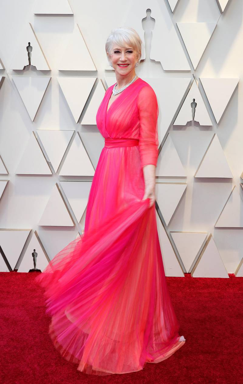 epa07394648 Helen Mirren arrives for the 91st annual Academy Awards ceremony at the Dolby Theatre in Hollywood, California, USA, 24 February 2019. Pink tulle dress by Schiaparelli Haute Couture. The Oscars are presented for outstanding individual or collective efforts in 24 categories in filmmaking.  EPA-EFE/ETIENNE LAURENT