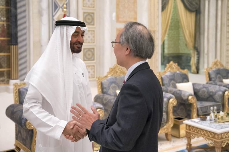 ABU DHABI, UNITED ARAB EMIRATES - May 20, 2018: HH Sheikh Mohamed bin Zayed Al Nahyan Crown Prince of Abu Dhabi Deputy Supreme Commander of the UAE Armed Forces (L), receives HE Kanji Fujiki, Ambassador of Japan to the UAE (R), during an iftar reception at the Presidential Palace.   ( Hamad Al Kaabi / Crown Prince Court - Abu Dhabi ) ---