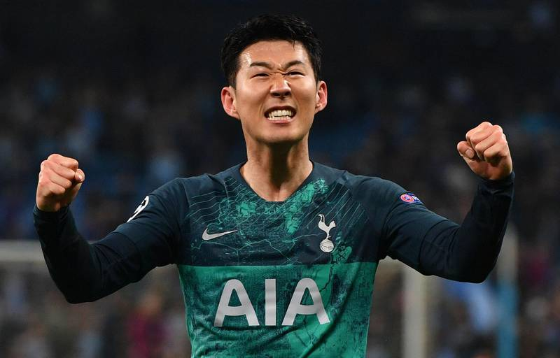 TOPSHOT - Tottenham Hotspur's South Korean striker Son Heung-Min celebrates at the final whistle during the UEFA Champions League quarter final second leg football match between Manchester City and Tottenham Hotspur at the Etihad Stadium in Manchester, north west England on April 17, 2019. The match ended 4-4, but Tottenham progress to the semi finals on goal difference. / AFP / Anthony Devlin