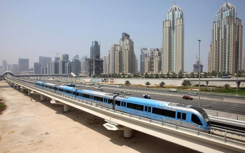 DUBAI.2nd September 2009. The Dubai Metro passes past Dubai Marina yesterday (weds) a week before its opening on 9th September.  Stephen Lock  /  The National . *** Local Caption ***  SL-metro-001.jpg