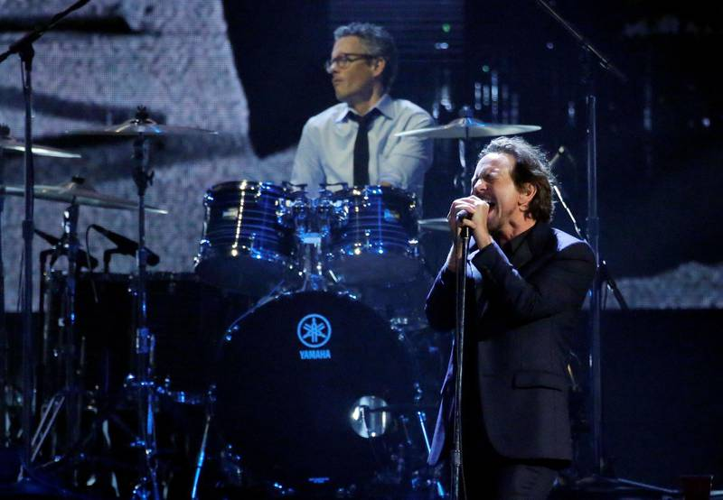 FILE PHOTO: 32nd Annual Rock & Roll Hall of Fame Induction Ceremony - Show – New York City, U.S., 07/04/2017 – Eddie Vedder of Pearl Jam performs. REUTERS/Lucas Jackson/File Photo