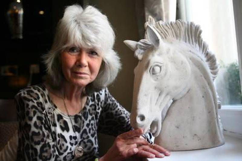 LONDON. 22nd September 2010.  Jilly Cooper in London. Stephen Lock for The National FOR ARTS & LIFE Philippa Kennedy interview