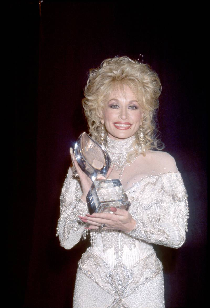Dolly Parton with her People's Choice Award 1988 ** B.D.M.