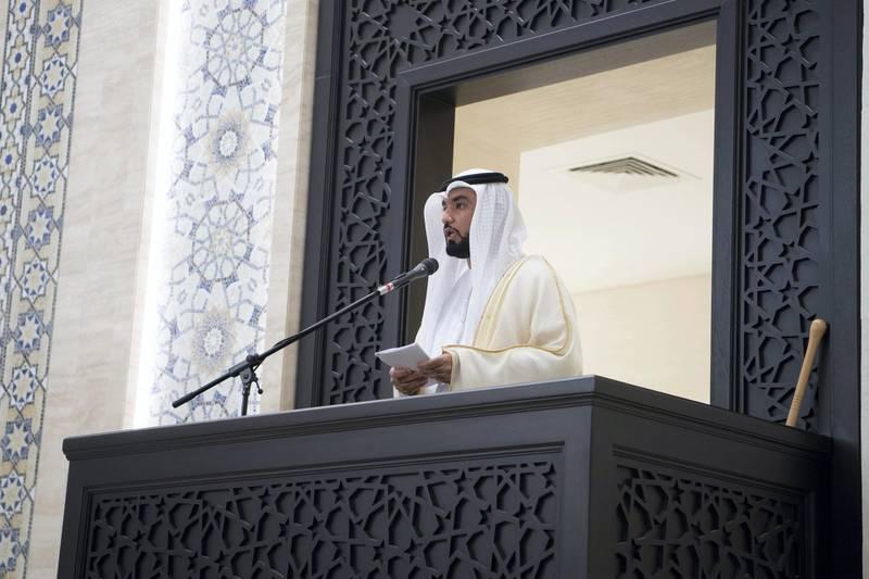 ABU DHABI, UNITED ARAB EMIRATES - August 21, 2018: Abdulrahman Al Shamsi (C), Imam at the Sultan bin Zayed The First mosque, delivers a sermon during Eid Al Adha prayers.  ( Saeed Al Neyadi / Crown Prince Court - Abu Dhabi ) ---