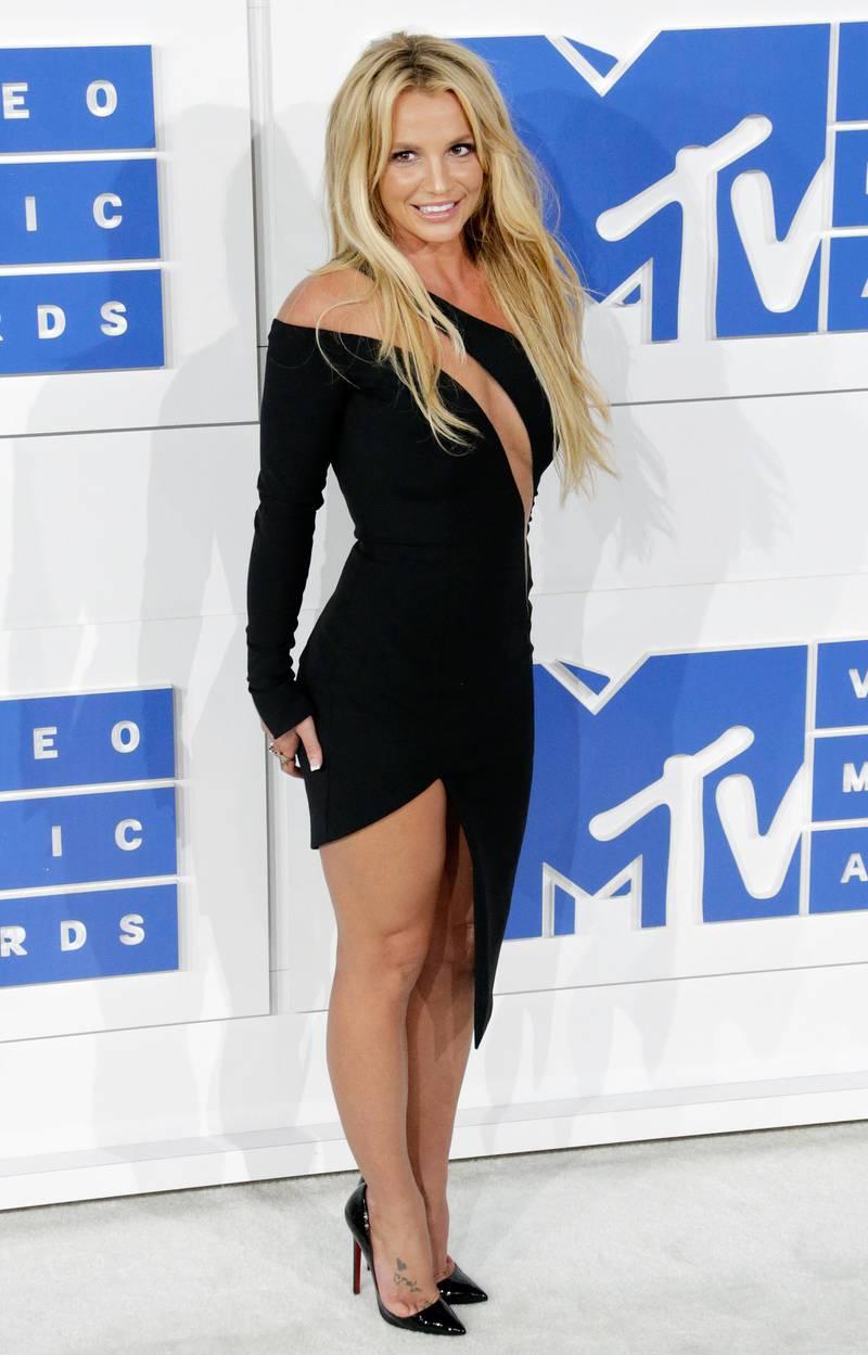 epa05513653 US singer Britney Spears arrives on the red carpet for the 33rd MTV Video Music Awards (VMA) at Madison Square Garden in New York, New York, USA, 28 August 2016.  EPA/JASON SZENES