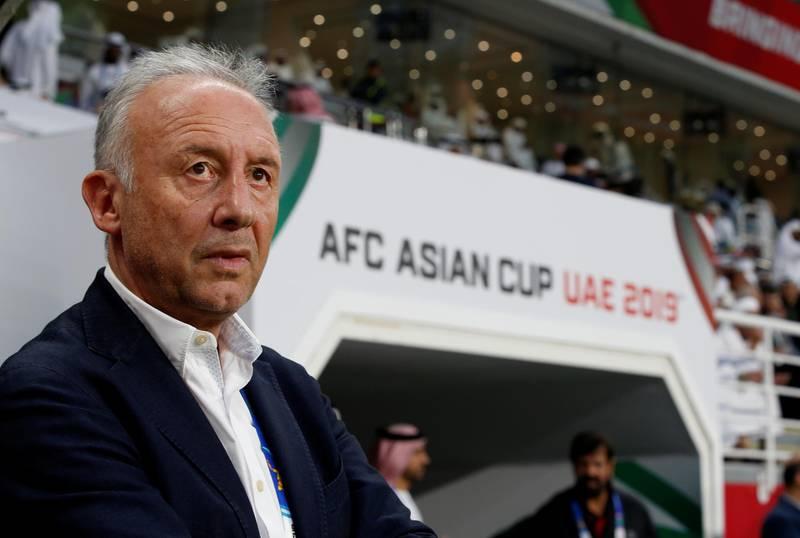 epa07329590 Alberto Zaccheroni head coach of UAE staands during the 2019 AFC Asian Cup semifinal round match between Qatar and UAE in Abu Dhabi, United Arab Emirates, 29 January 2019.  EPA/ALI HAIDER