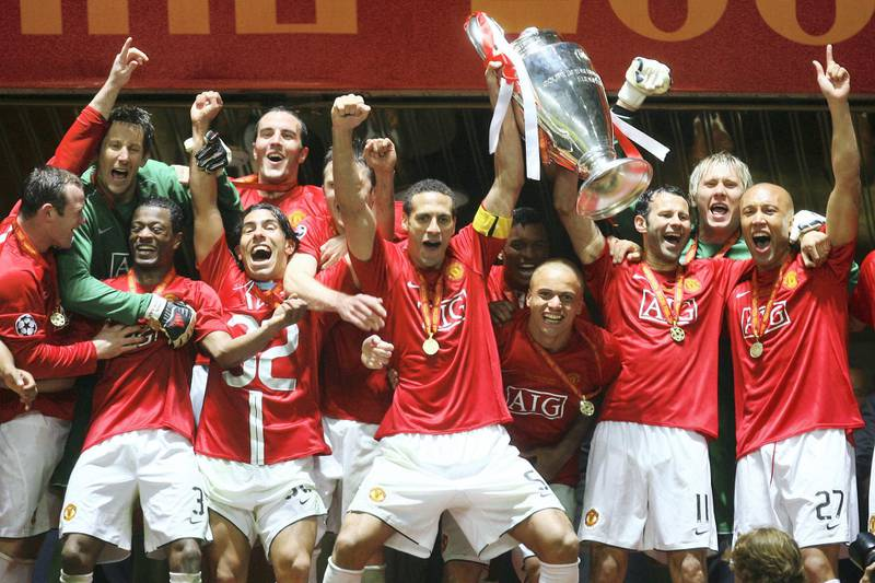 MOSCOW - MAY 21: Manchester United players celebrate with the trophy following their team's victory during the UEFA Champions League Final match between Manchester United and Chelsea at the Luzhniki Stadium on May 21, 2008 in Moscow, Russia. (Photo by Julian Finney/Getty Images)