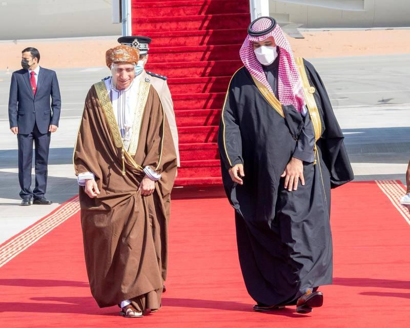 Saudi Crown Prince Mohammed bin Salman welcomes Oman Deputy Prime Minister, Fahad bin Mahmoud. SPA
