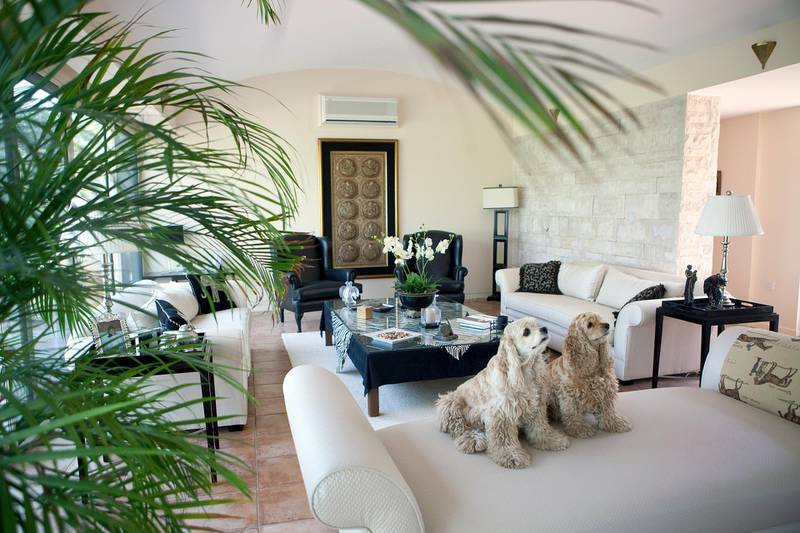 Dubai, UAE, March 18, 2010 - A living room of a luxury villa at Desert Palm. (Nicole Hill / The National)