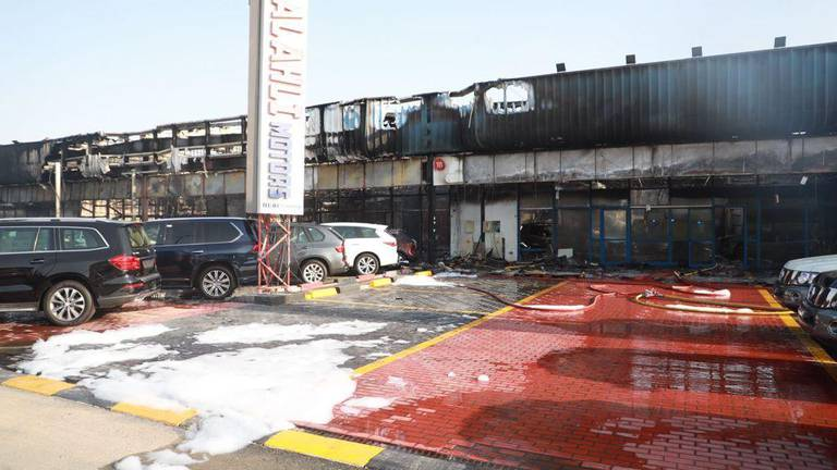 An image that illustrates this article Huge fire at Dubai car dealership destroys 55 vehicles