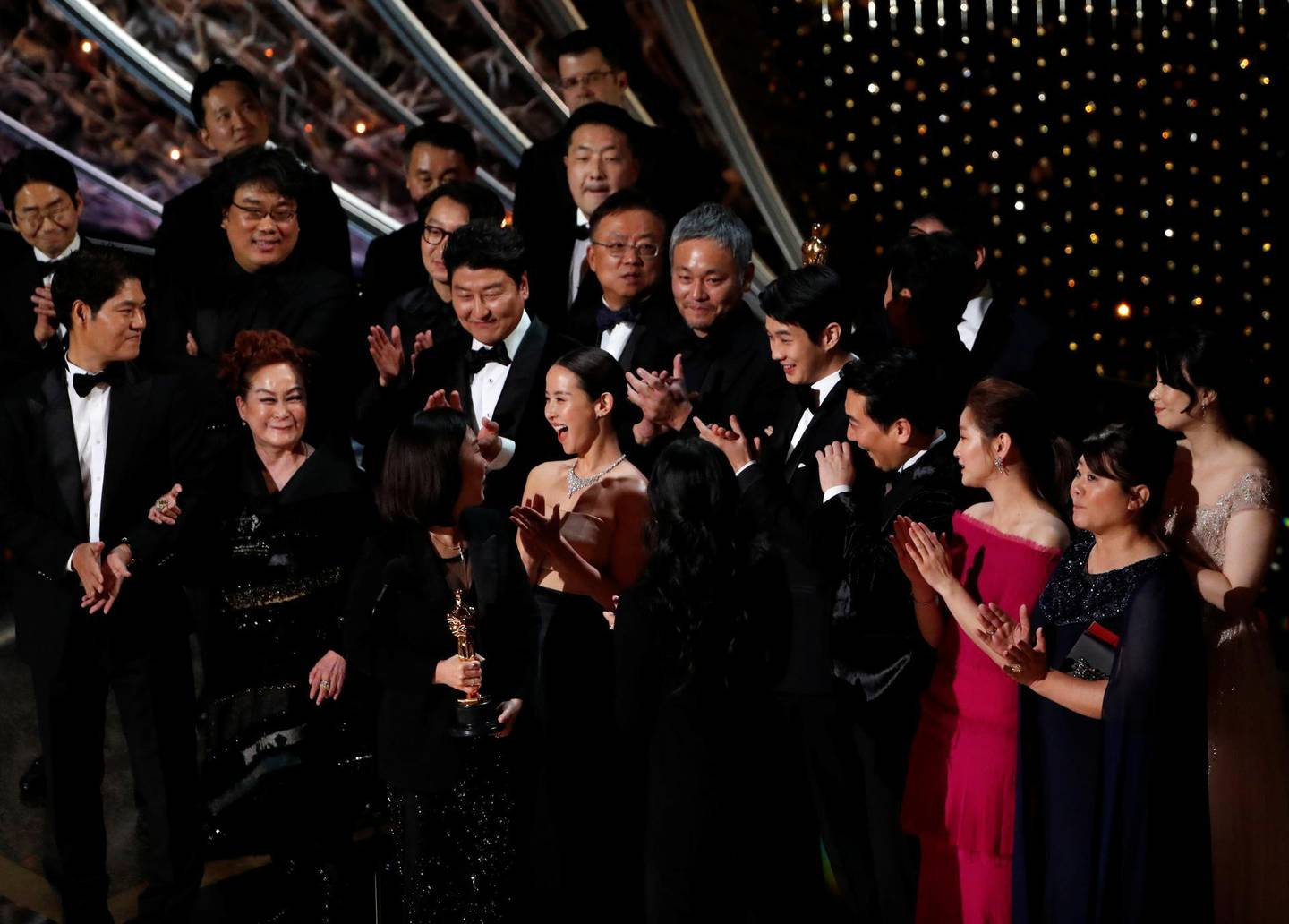 """FILE PHOTO: Kwak Sin Ae and Bong Joon-ho win the Oscar for Best Picture for """"Parasite"""" at the 92nd Academy Awards in Hollywood, Los Angeles, California, U.S., February 9, 2020. REUTERS/Mario Anzuoni - HP1EG2A0CUR5E/File Photo"""