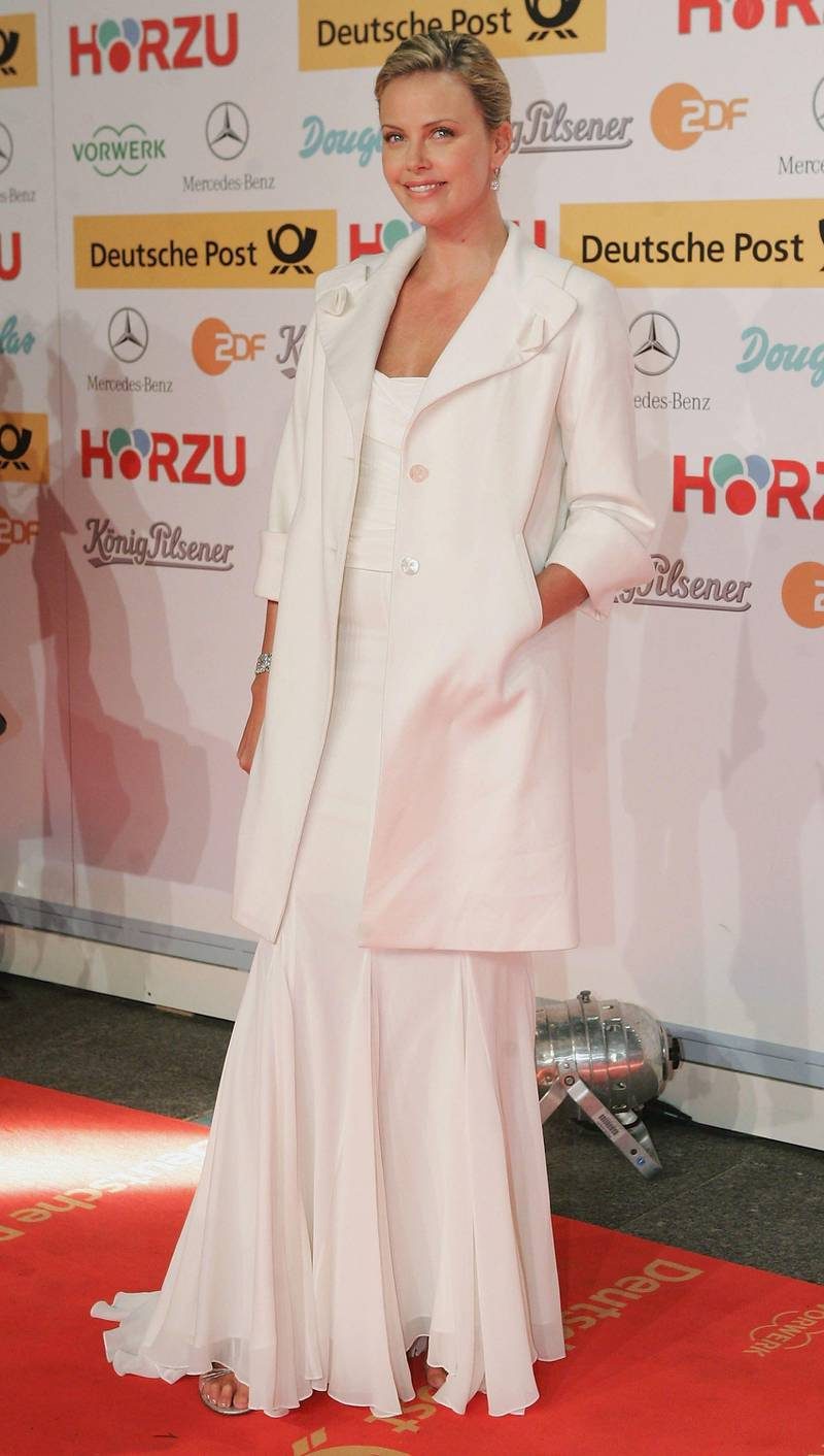 BERLIN - FEBRUARY 2: Actress Charlize Theron arrives for the Goldene Kamera Awards at the Axel Springer building February 2, 2006 in Berlin, Germany.   (Photo by Sean Gallup/Getty Images)