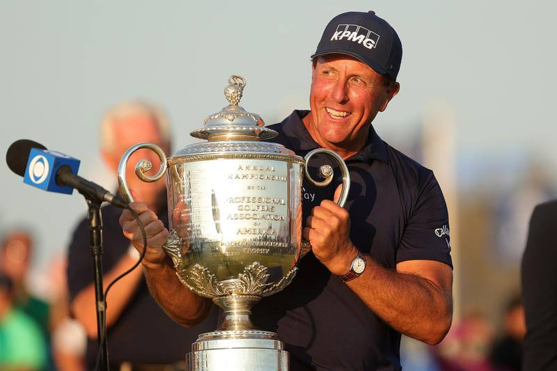 KIAWAH ISLAND, SOUTH CAROLINA - MAY 23: Phil Mickelson of the United States celebrates with the Wanamaker Trophy after winning the final round of the 2021 PGA Championship held at the Ocean Course of Kiawah Island Golf Resort on May 23, 2021 in Kiawah Island, South Carolina.   Stacy Revere/Getty Images/AFP == FOR NEWSPAPERS, INTERNET, TELCOS & TELEVISION USE ONLY ==